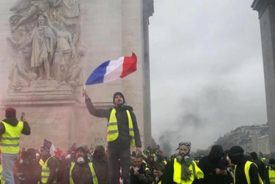 PARIGI BLINDATA PER LA PROTESTA