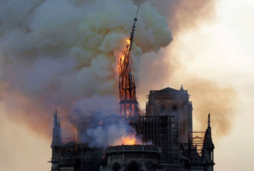 FRANCIA NOTRE DAME IN FIAMME