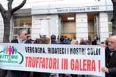 PROTESTA CONTRO POPOLARE DI BARI