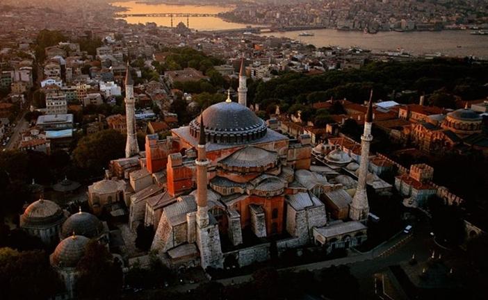 ISTANBUL LA MOSCHEA CHE DIVIDE